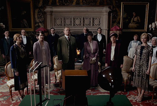 Downton-Abbey-5x2-listening-to-the-radio